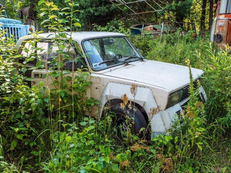 Автомобильное кладбище в Латвии
