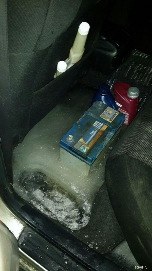 Коммунальщики замуровали Тойоту в лед