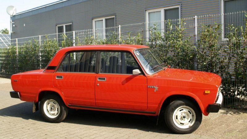 Немецкую LADA 2105 1992 года с пробегом 32 километра продают за 7000 евро