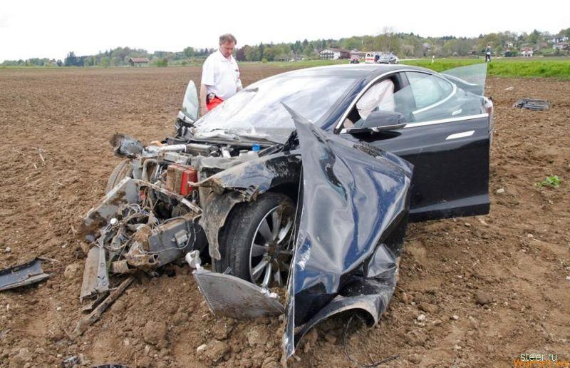 Подростки попали в жуткое ДТП на Tesla Model S