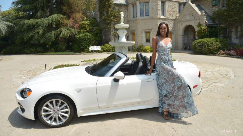 Девушке года Playboy подарили родстер Fiat 124 Spider