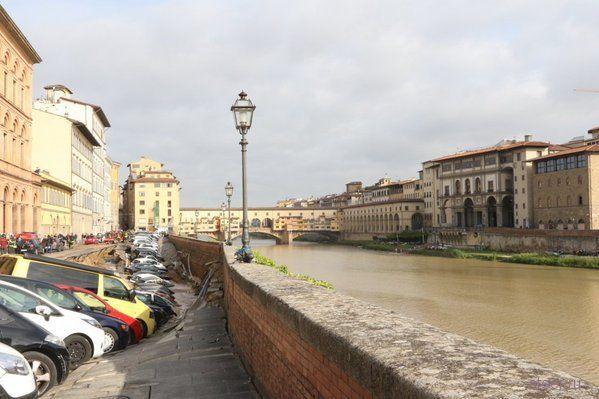 Во Флоренции 20 машин провалились под землю