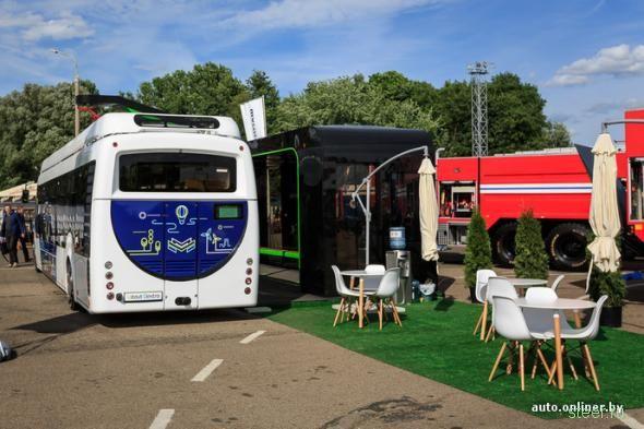 В Минске представили белорусский электробус. Запас хода — 12 километров после пятиминутной зарядки