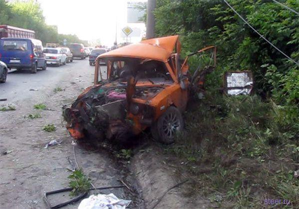 Две пьяные девушки угнали Range Rover и устроили два ДТП