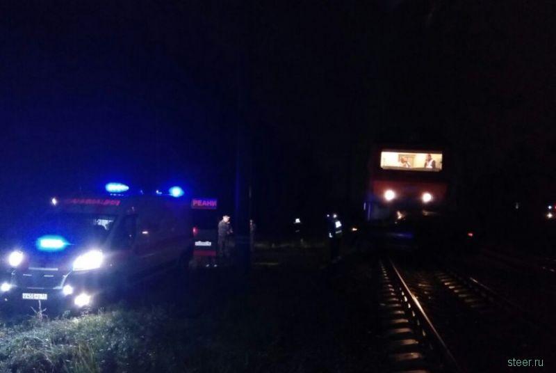 В Екатеринбурге поезд протаранил Infiniti