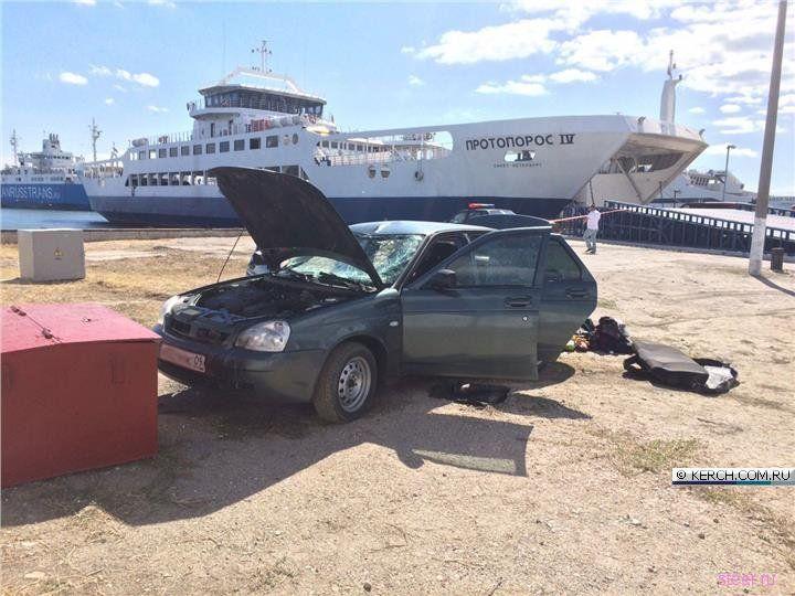 Спешивший в Крым водитель уронил Приору с парома