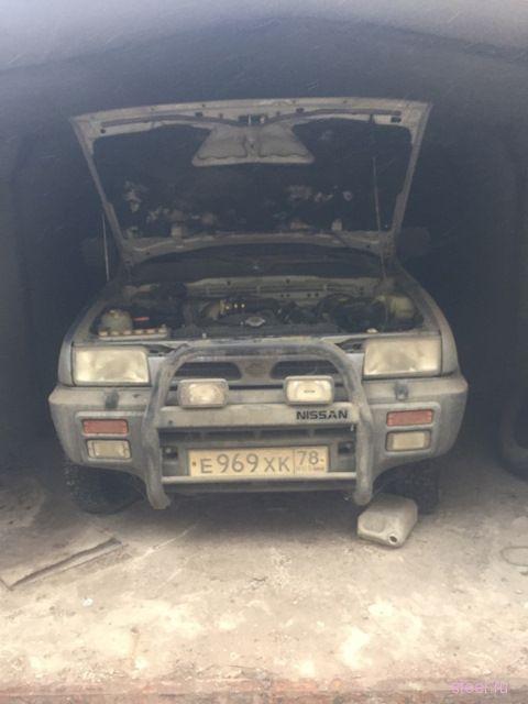 В результате сноса гаражей в Питербурге был обнаружен автомобиль, угнанный 18 лет назад