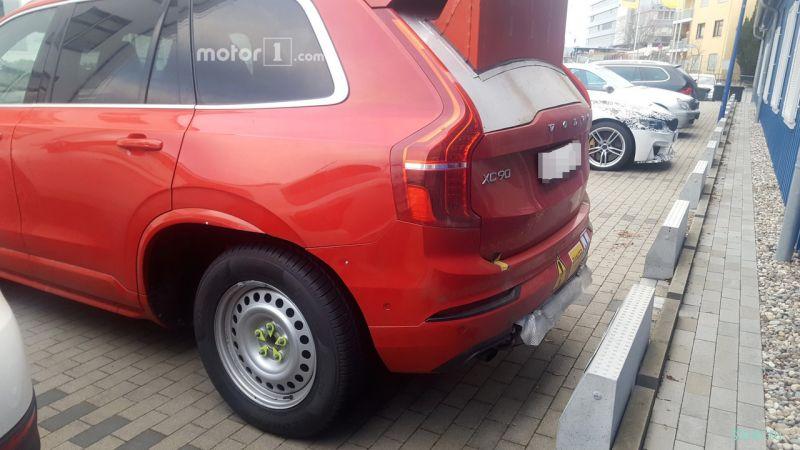 Шпионы сфотографировали прототип очень странного Volvo