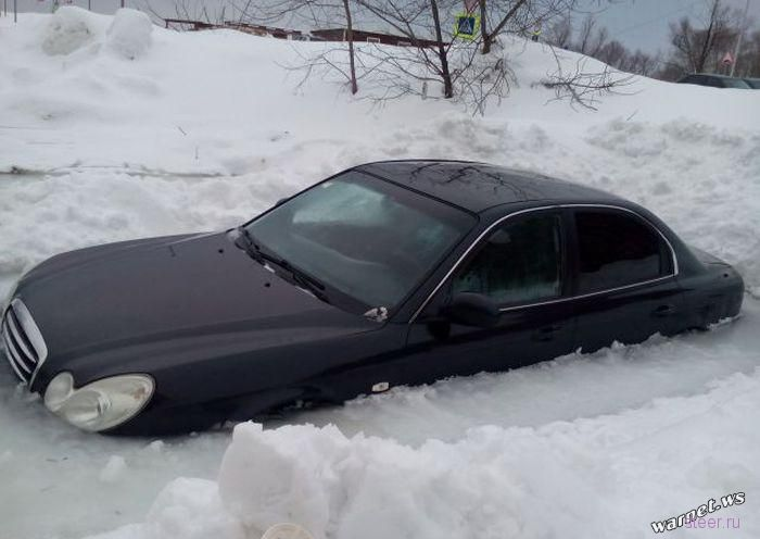 В Уфе иномарка вмерзла в лед