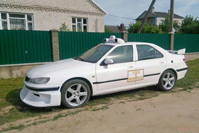 Житель Волковыска создал копию марсельского такси Peugeot 406 из одноименного фильма