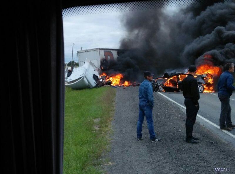 В легковой всех разорвало: два человека погибли в страшной автокатастрофе на тюменской трассе