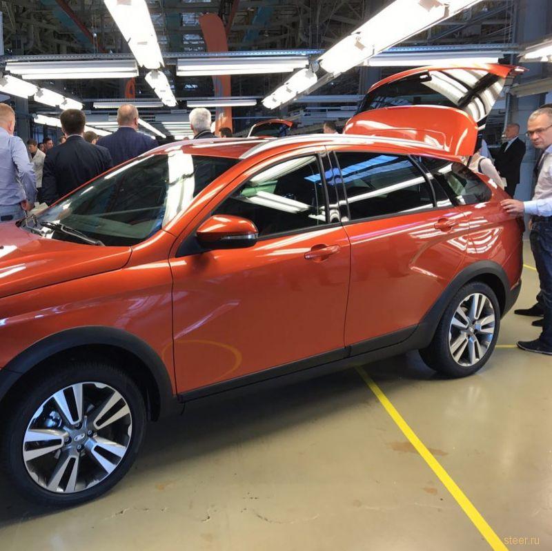 Дилерам показали серийный универсал Lada Vesta