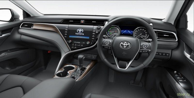 В Японии стартовали продажи новой Toyota Camry.