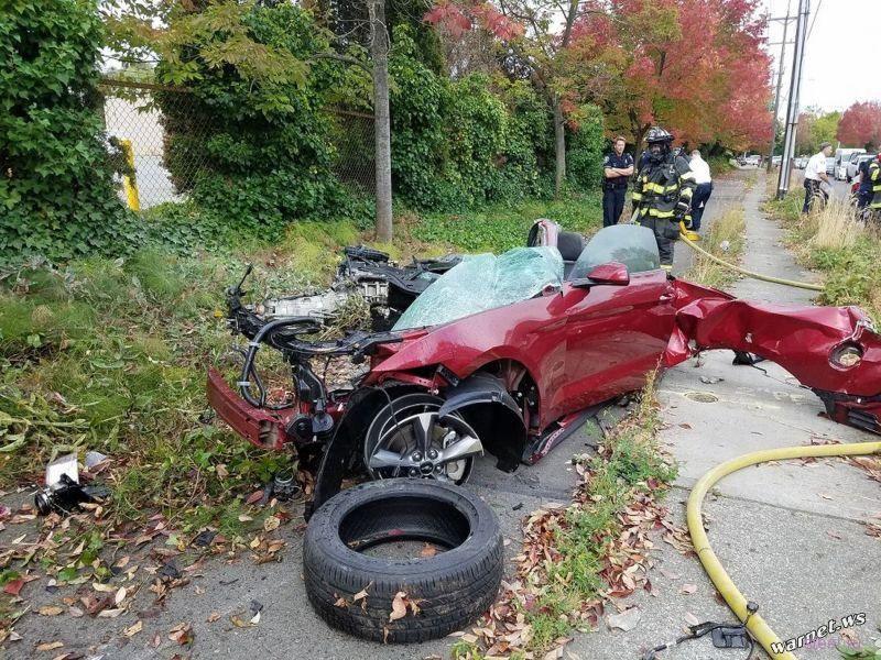 Форд Мустанг порвался на куски, но все не так плохо