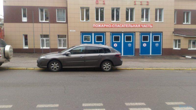 В Смоленске пожарные проучили автохама