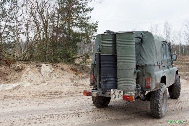 Расход — 20 кг поленьев на сотню километров. Белорус собрал УАЗ, работающий на дровах