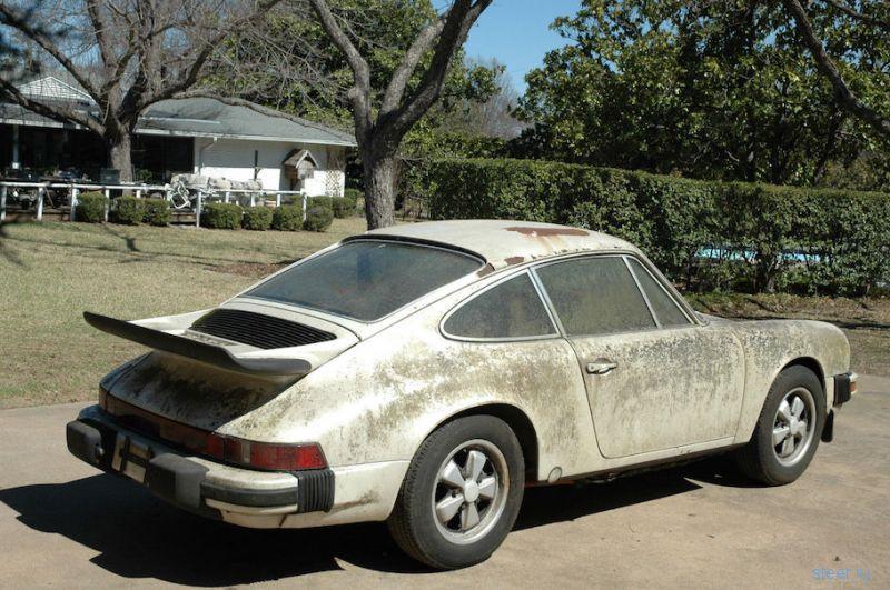 Забытый Porsche, который покрылся мхом и водорослями, продают за 19 тысяч долларов