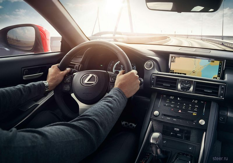 Lexus IS вернулся в Россию