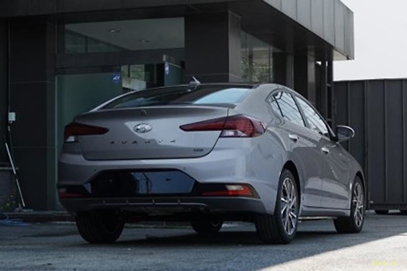 Появились новые фото рестайлинговой Hyundai Elantra