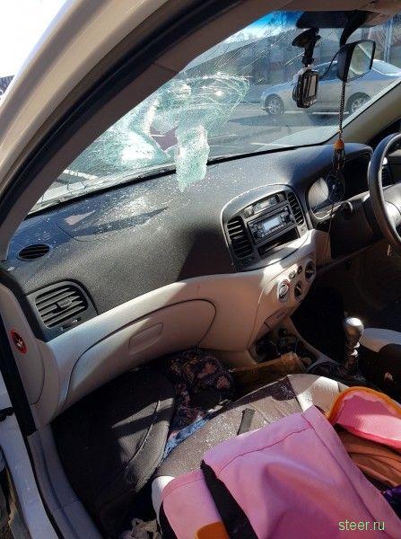 Запчасть от грузового автомобиля отскочила в автомобиль с регистратором