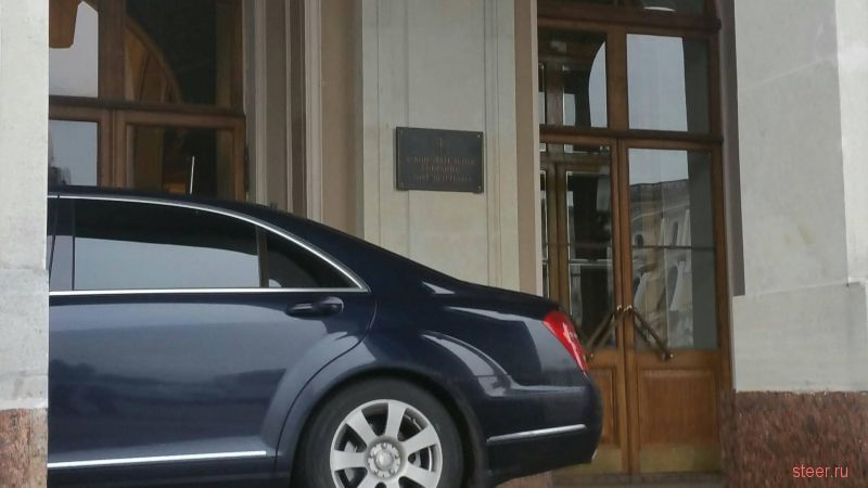 Как паркуется врио губернатора Беглов у Законодательного собрания