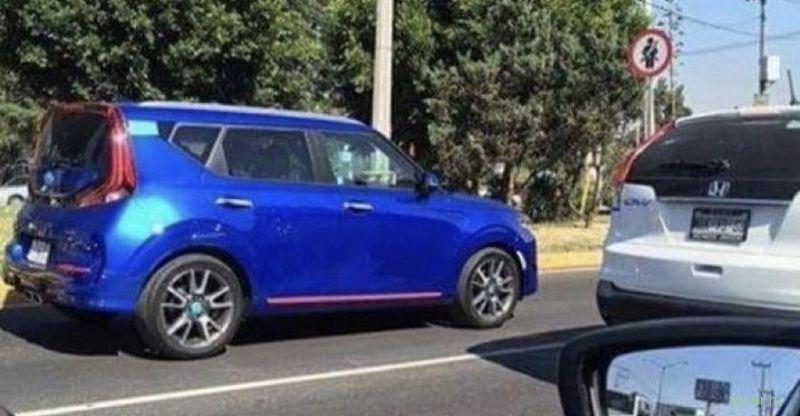 Новый Kia Soul заметили на дороге