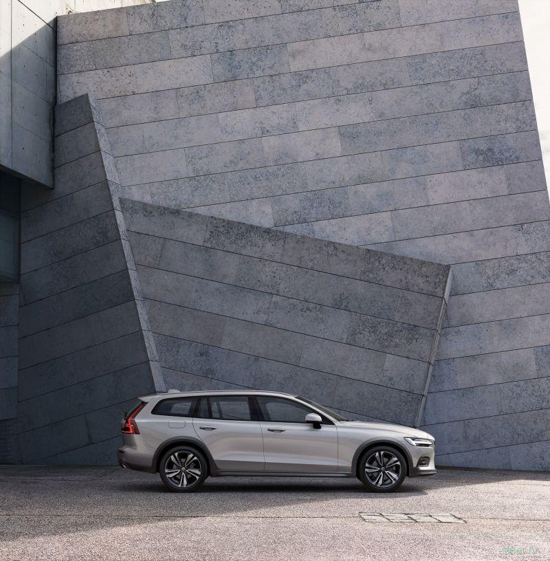 Российские продажи нового Volvo V60 Cross Country начнутся летом