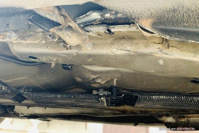 Не страховой случай: на трассе М1 кузов пробил металлический предмет.