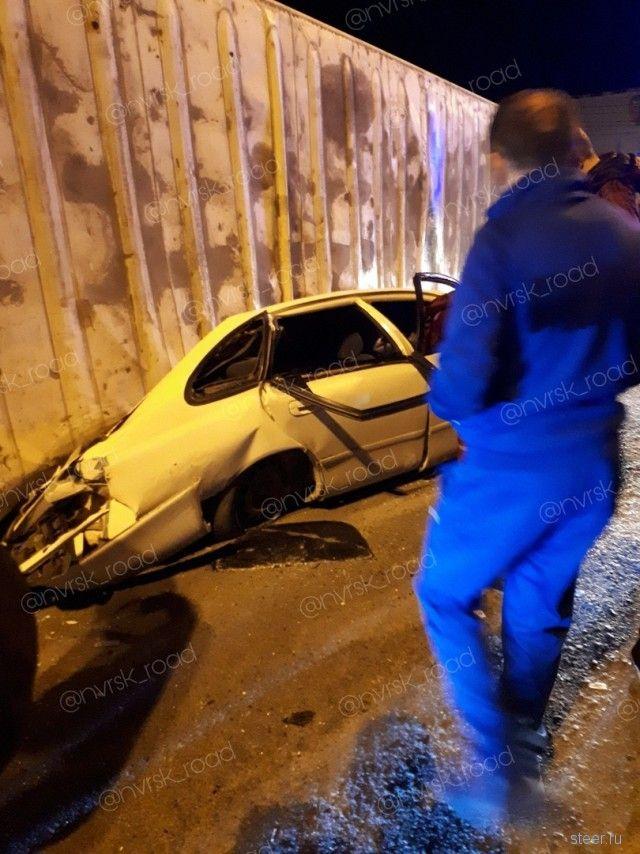В Новороссийске многотонный контейнер раздавил иномарку - погибла девушка