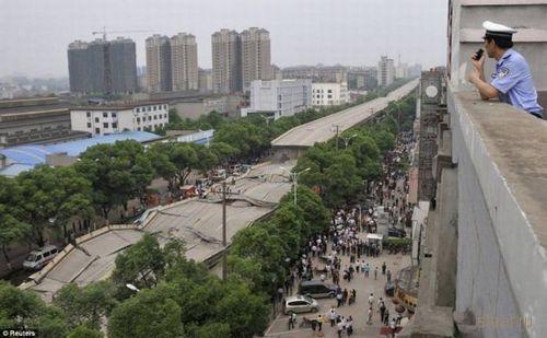 Обрушение автомоста в Китае (фото)