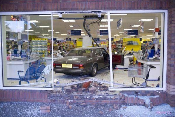 Экстримальный автошоппинг: в супермаркет на Роллс-Ройсе (фото)