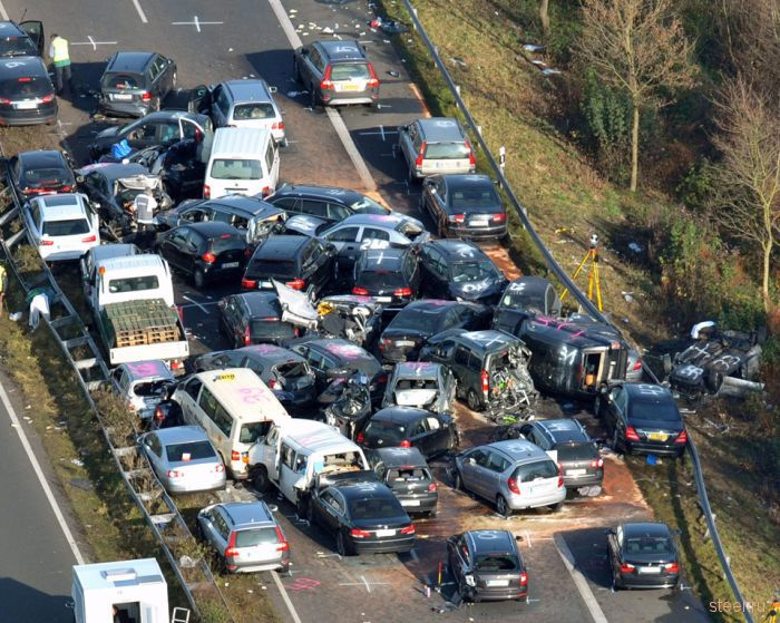На немецком автобане разбились 52 автомобиля (фото и видео)