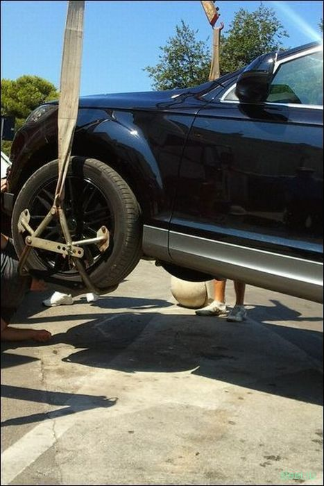 Неудачная попытка научить девушку ездить за рулем (фото)