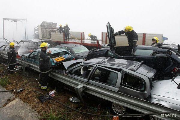 Авария с участием 46 автомобилей (фото)