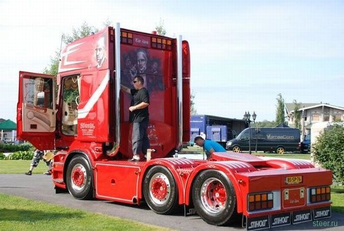 Шоу грузовиков в Финляндии (фото)