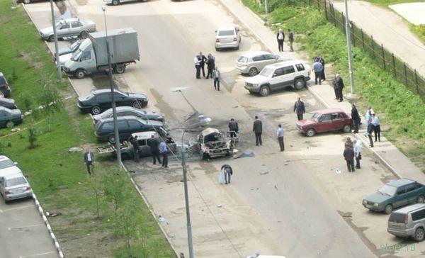 Взрыв автомобиля в Одинцовском районе (фото)