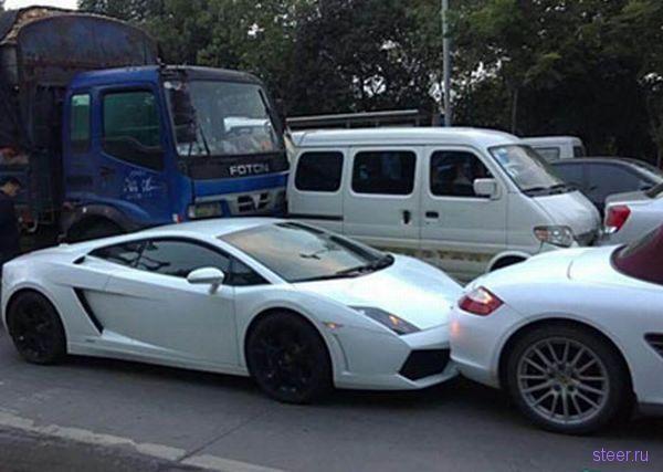 Одновременная авария Lamborgini, Porsche, Rolls Royce Phantom (фото)
