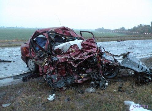 Кроссовер Infiniti убил легковушку с семьей (фото)