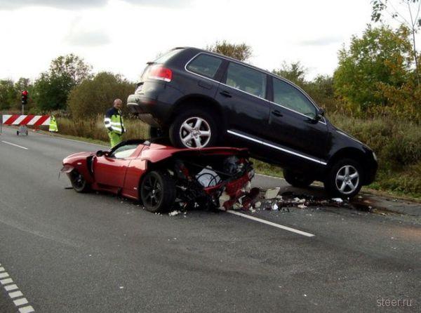 Авария с участием VW Touareg, Tesla Roadster и Toyota Prius (фото)