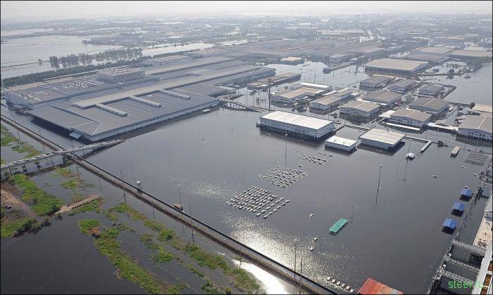 Затопленный завод Honda в Таиланде (фото)