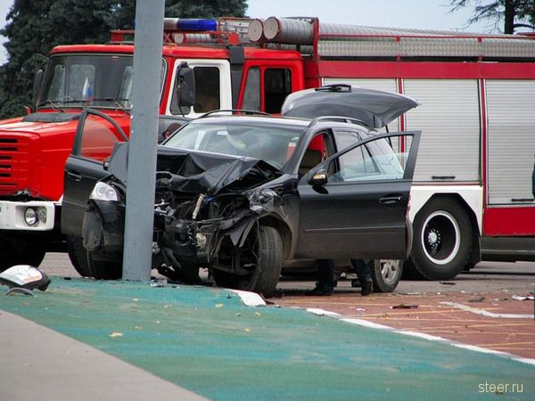 Автокатастрофа у МГУ (фото)