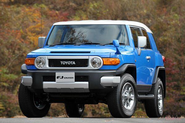 Toyota начинает в Японии продажи американского внедорожника FJ Cruiser (фото)