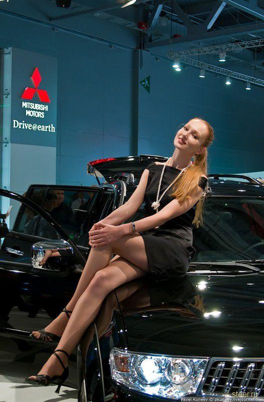 Девушки Московского автосалона 2010 : Авторские фото Павла Кунеева (фото)